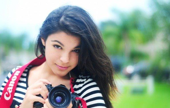 Фотограф делает фото