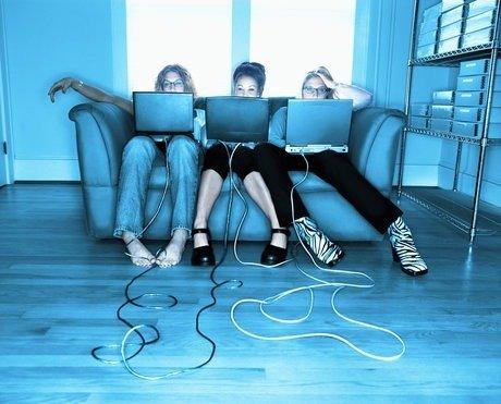 Девушки зарабатывают в социальных сетях